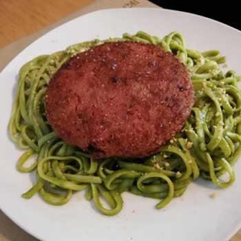 tallarines verdes con filete beyond meat